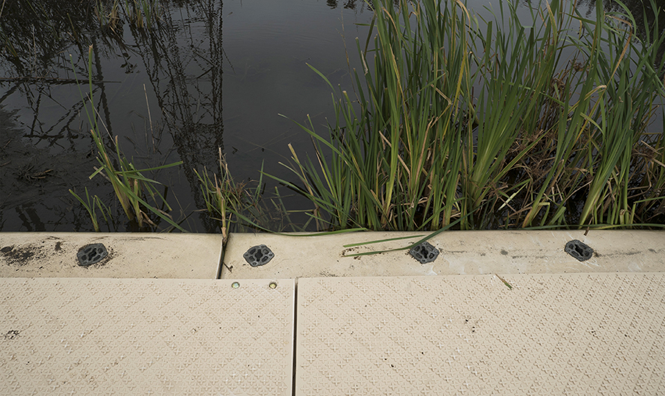 Composite matting with minimal environmental impact